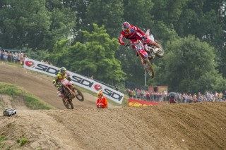Evgeny Bobryshev leads Tim Gajser in Mantova