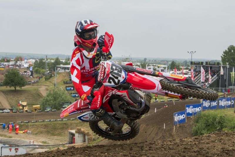 Gajser lays strong foundations with third place in qualifying