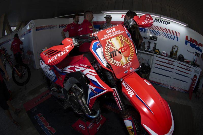 Red plated Gajser takes championship lead into Latvia
