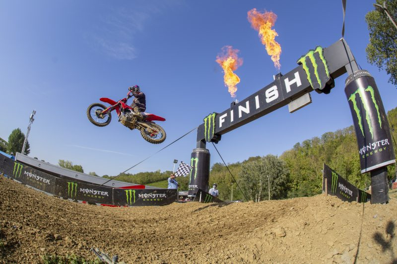 Another win for Gajser as he closes championship gap